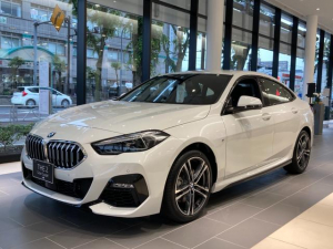 BMW 2シリーズ 218iグランクーペ Mスポーツ iDriveナビゲーションパッケージ ライブコックピット インテリジェントパーソナルアシスタント ITSスポット対応DSRC車載器 コネクテッドドライブプロフェッショナル ACC