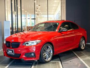 BMW 2シリーズ 220iクーペ Mスポーツ サンルーフ 黒革 アダプティブMサス 18インチアルミホイール LEDヘッドライト ブラックキドニーグリル カーボンミラーキャップ インテリジェントセーフティ 前後障害物センサー Mブレーキ 禁煙