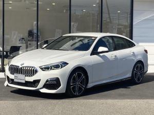 BMW 2シリーズ 218iグランクーペ Mスポーツ 前後センサー ワイヤレス充電 インテリジェントセーフティー マルチファンクションステアリング ACC パーキングアシスト リバースアシスト Autoホールド 黒ハーフレザーパワーシート 禁煙車