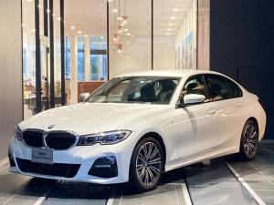 BMW 3シリーズ 320d xDrive Mスポーツ トップビューカメラ パーキングアシスト 電動トランク リバースアシスト シートヒーター 全方位センサー アクティブクルーズコントロール パドルシフト ワイヤレス充電 弊社デモカー 禁煙車