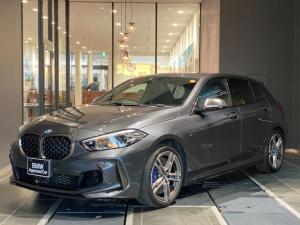 BMW 1シリーズ M135i xDrive 弊社下取り コンフォートアクセス マルチファンクションステアリング ACC パドル インテリジェントセーフティー ヘッドアップディスプレイ アルカンターラ電動シート シートヒーター オートトランク