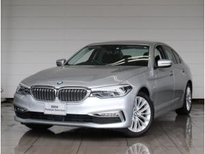 BMW 5シリーズ 523d ラグジュアリー 正規認定中古車 アクティブクルーズ コンフォートパッケージ ブラックレザーシート 全方位カメラ 純正iDriveナビ LEDヘッドライト SOSコール ドライブアシスト Bluetooth接続 コンフォA ETC