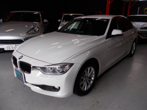 BMW 3シリーズ 320i 2012年後期モデル ディーラー車 キセノンヘッドライト プッシュスタート 純正16インチ タイヤ8分山 純正HDDナビ 地デジフルセグテレビ バックカメラ CD録音 DVD再生 ブルートゥース