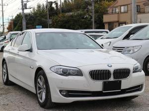 BMW 5シリーズ 528i スマートキー Bカメラ ナビ HID 黒革シート