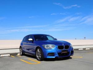 BMW 1シリーズ M135i M135i 18インチアルミ ブルーキャリパー コンフォートアクセス キセノン プッシュエンジン インテリジェントセーフティ レーンキープ PDC レザーステアリング バックカメラ