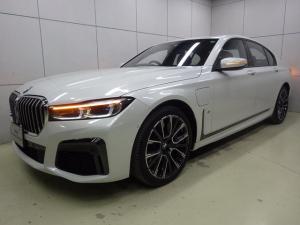 BMW 7シリーズ 745e Mスポーツ アクティブクルーズコントロール ヘッドアップディスプレイ コニャックレザーシート 20インチアロイホイール アラームシステム ガラスサンルーフ 正規認定中古車