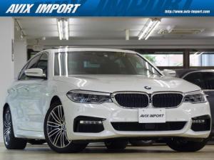 BMW 5シリーズ 530e Mスポーツアイパフォーマンス デビューP 黒革 SR HDDナビ地デジ TOP&3Dビューカメラ ハーマンカードン Dアシストプラス HUD ソフトクローズドア 全席Sヒーター LED 自動トランク 4ゾーンAC 19AW 禁煙