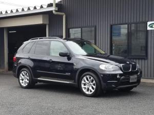 BMW X5 xDrive 35i ベージュネバダレザーシート&ウォールナットウッドインテリア デンドウガラスパノラマルーフ allドアソフトクロージャー iDriveシステム リア席用モニター&DVDチェンジャー&フルセグチューナー