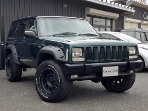 クライスラー・ジープ ジープ・チェロキー リミテッド ブッシュワーカーオーバーフェンダー&ボディリフトUPカスタムver フロント&リアバンパーブラック/サイドモールレススポーツ仕様 ベージュ本革シート&ウッドインテリア XJ型Jeep最終モデル 整備付