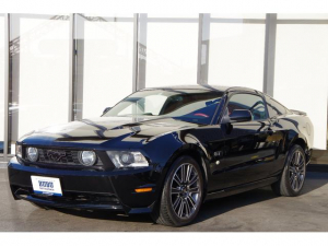 フォード マスタング V8 GTパフォーマンスパッケージ ディーラー車 レザーシート レッドレザー V8 GTクーペプレミアムベース ファイナルギアレシオローギアー化 専用19AW 専用レッドステアリング ドアトリム ホワイトストライプシート 限定25台