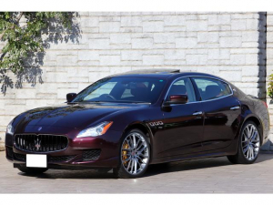 マセラティ クアトロポルテ GT S V8ツインターボ ロッソフォルゴーレ クオイオレザー サンルーフ OP21インチAW 右ハンドル