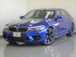 BMW M5 M5 ブラックレザ- 4ゾ-ンエアコンディショナ- フロントMマルチファンクションシ-トマッサージ機能付きシ-ト ハ-マンカ-ドンサラウンドサウンドシステム ステアリングホイ-ルヒ-ティング 20AW