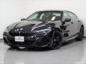 BMW 8シリーズ 840i グランクーペ Mスポーツ アダプティブMサスペンション Mスポーツブレーキ BMWレーザーライト ハーマンカードンサラウンドサウンドシステム ハイビームアシスタント ソフトクローズドア コンフォートアクセス 20AW