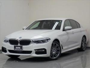 BMW 5シリーズ 530e Mスポーツアイパフォーマンス ブラックレザー イノベーションパッケージ マッサージ機能付きフロントシート ドライバーアシストプラス 八ドアップディスプレー ソフトクロズドア コンフォートアクセス19インチMライトアロイホィール