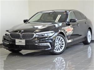 BMW 5シリーズ 523iラグジュアリー キャンベラベージュレザー コンフォートアクセス ドライバーアシストプラス アクテイブクルーズコントロール リヤビューカメラ パーキングアシストプラス ヘッドアップディスプレー 18インチAW