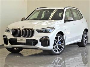 BMW X5 M50i ブラックレザー プラスパッケージ BMWディスプレイキー ソフトクローズドア 4ゾーンエアコンディショナー リヤビューカメラ パーキングアシストプラス ハイビームアシスタント ヘッドアップディスプレー