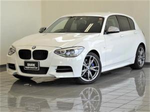 BMW 1シリーズ M135i コンフォートアクセス BMWスポーツシート ヘッドライトウォッシャー HiFiスピーカー ETC付きルームミラー 18インチMライトダブルスポークスタイリング