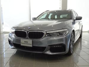BMW 5シリーズ 523dツーリング Mスポーツ 19インチMライトアロイホイール コンフォートアクセス アンビエントライト パノラマガラスサンルーフ ヘッドアップディスプレイ TVファンクション キャンベルベージュダコタレザー