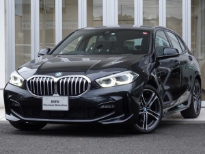 BMW 1シリーズ 118i Mスポーツ IDriveナビパッケージ コンフォートパッケージ パーキングアシスト ドライブアシスト ライブコックピット ACCクルコン 運転席パワーシート 電動ゲート イルミトリム インテリアシスタント