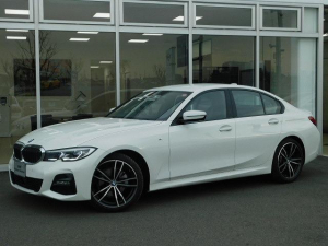 BMW 320d xDrive Mスポーツレーザーライト19AW黒革