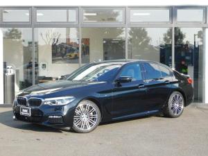 BMW 5シリーズ 523d Mスポーツ 19AWミラーETCインテリジェントセーフティLEDヘッドライトACCヘッドアップディスプレイ全方位カメラPDC電動トランクCD/DVDアルカンターラ電動シートMFS