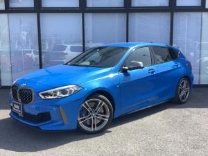 BMW 1シリーズ M135i xDrive Mスポーツ電動シートLEDワイヤレスチャージ前後PDCパドルシフトACCコンフォートアクセス社外フルセグ後退アシストUSBシートヒーターMコレBTオートトランク