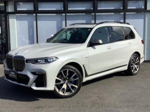 BMW X7 M50i レーザーライト22インチAWクリスタルシフト前車追従機能エアサス全方位カメラ茶革スポーツ電動シートヘッドアップディスプレイシートヒータークーラードリンクホルダー冷熱サンルーフステアリングヒーター