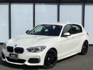 BMW 1シリーズ M140i エディションシャドー 黒革電動シート18インチアロイホイール全方位障害物センサーCD/DVDパーキングアシストSOSコールUSB/AUXコンフォートアクセス音楽ライブラリクルーズコントロール