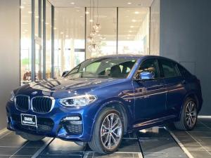 BMW X4 xDrive 30i Mスポーツ パーキングアシスト全方位障害物センサー20インチアロイホイールAdaptiveLEDワイヤレスチャージSOSコールブラックレザー電動シートUSBトップビューカメラ全席シートヒーター前車追従機能