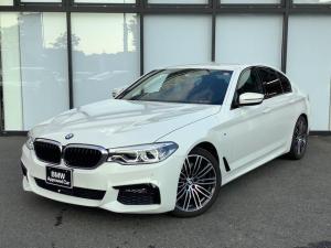 BMW 5シリーズ 530i Mスポーツ イノベーションパッケージAdaptiveLED後退アシスト全席シートヒーター19インチアロイホイールSOSコール前後障害物センサートップビューカメラCD/DVDフルセグTV前車追従機能