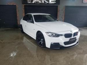 BMW 3シリーズ 320d Mスポーツ performance仕様フロントリップ・カーボントランクスポイラー&カーボンミラー・社外19インチホイール・ドラレコ搭載・レーダー探知機搭載・フルセグナビ・新車時保証書&取説・スペアキー有り
