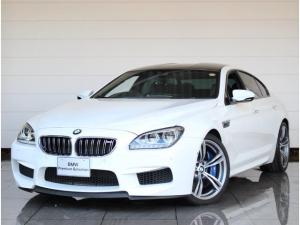 BMW M6 グランクーペ ブラックメリノレザー ヘッドアップディスプレイ ソフトクローズドア トップサイドビューカメラ アダプティブLEDヘッドライト Hifiシステムプロフェッショナル パークディスタンスコントロール