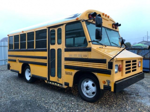 シボレーその他 自社輸入 国内新規 USミニスクールバス ブルーバード製 自社輸入 国内新規 カリフォルニアカー USミニスクールバス ブルーバード製 ミニバード イベントカー 移動販売 店舗 事務所 ケータリング 1NO(2年車検) 8NO(3年車検付) TBI 5.7L