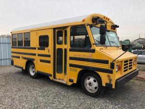 GMCその他 国内新規 自社輸入 USミニスクールバス ブルーバード製 国内新規 自社輸入 カリフォルニアカー USミニスクールバス ブルーバード製 ミニバード ケータリング 事務所 店舗 移動販売 1NO(2年車検付) 8NO(3年車検付)  TBI 5.7Lエンジン