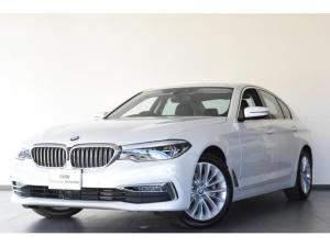 BMW 5シリーズ 523d ラグジュアリー 認定中古車 衝突軽減ブレーキ ヘッドアップディスプレイ ACC Bカメラ 前後障害物センサー 電動シート&テールG 黒レザー ミラー内蔵型ETC シートH コンフォートA LEDライト SOSコール