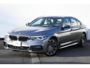 BMW 5シリーズ 530e Mスポーツアイパフォーマンス ブラックレザー・前後シートヒーター・アダプティブLEDライト・HUD・HIFIスピーカー・純正19AW・Mスポーツブレーキ・オートトランク