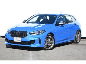 BMW 1シリーズ M135i xDrive アダプティブサス・Mスポーツブレーキ・Mシート・Mシートベルト・Mリヤスポ・Fシートヒーター・コンフォートA・F電動シート・オートトランク・ACC・純正18AW