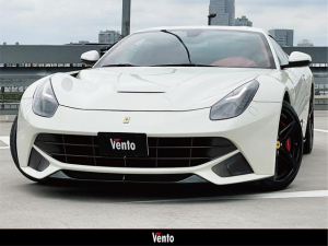 フェラーリ F12ベルリネッタ ベースグレード カーボンセラミックブレーキ デイトナシート LEDステア シートヒーター カーボンラッピング