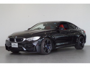 BMW M4 M4クーペ M4クーペ M DCT ドライブロジック ヘッドアップディスプレイ カーボンルーフ 赤革シート フロント電動シート シートヒーター フルセグTVチューナー 前後障害物センサー リアビューカメラ