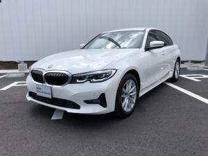 BMW 3シリーズ 318i 当社試乗車・パーキングアシスト+・プラスパッケ-ジ・全周囲カメラ・純正17インチアルミ・パワーシート・アクティブクルーズコントロール・ミラーETC