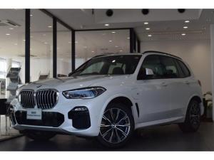 BMW X5 xDrive 45e Mスポーツ 弊社デモカー コンフォートPKG パノラマガラスサンルーフ BMWレーザーライト アンビエントライト ACC ドライビングアシスト トップビューカメラ クリスタルシフトノブ アラームシステム ETC