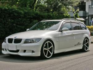 BMW 3シリーズ 320iツーリング シュニッツァー仕様 19AWパノラマSR