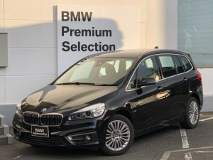 BMW 2シリーズ 218iグランツアラー ラグジュアリー 弊社デモカー コンフォートパッケージ 3列シート 7人乗り ブラックレザーシート バックカメラ 衝突軽減ブレーキ シートヒーター 純正HDDナビ 電動トランク 電動シート ミラー型ETC  F46