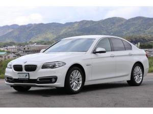 BMW 5シリーズ 523d ラグジュアリー コンビニエンスパッケージ ソフトクルーズドア パワートランク インテリジェントセーフティ アクティブクルーズC レーンディパーチャー&レーンチェンジW Mパフォーマンスペダル リアローラーブラインド