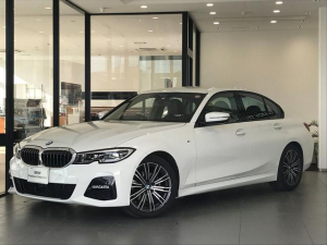 BMW 3シリーズ 320i Mスポーツ パーキングサポートプラス コンフォートKG ステアリングサポート 軽減ブレーキ 車線逸脱防止 純正DDナビ トップビューカメラ LEDヘッドライト 電動リアゲート コンフォートアクセス
