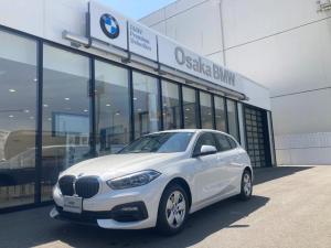 BMW 1シリーズ 118i プレイ 弊社デモカー・ナビパッケージ・コンフォートパッケージ・アクティブクルーズコントロール・電動リアゲート・LEDヘッドライト・コンフォートアクセス・衝突軽減ブレーキ・純正16インチアロイホイール・全国保証