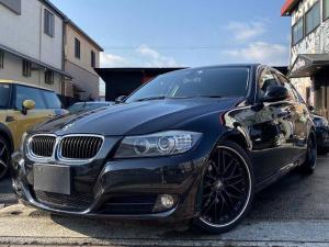 BMW 3シリーズ 320i 後期LCI直噴エンジン 黒革 iドライブ ナビ バックカメラ ミラーインETC 車高調 19インチアルミ スモークテール HID プッシュスタート