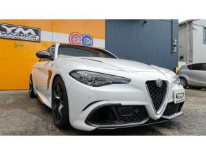 アルファロメオ ジュリア クアドリフォリオ 510馬力・最高速度300キロ・カーボン製ボンネット・右ハンドル・オートマチック
