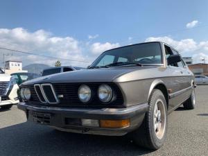 BMW 5シリーズ 528e ボデイニューペイント済み整備済み