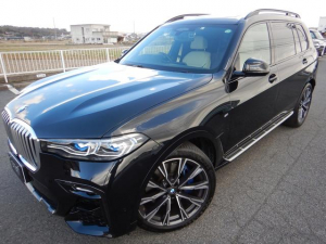 BMW X7 xDrive 35d Mスポーツ リアエンタ 22インチAW スカイラウンジパノラマサンルーフ ウェルネスパッケージ 2列目コンフォートシート 6人乗り アイボリーホワイトレザーシート ハーマンカードン